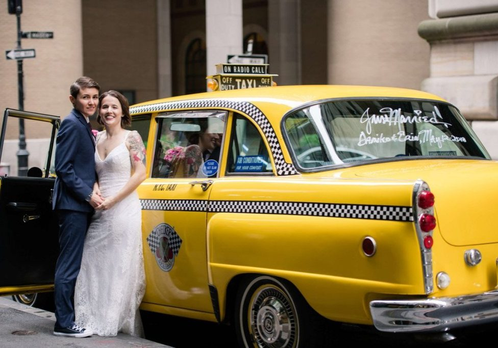 checker-cab-just-married-in-nyc