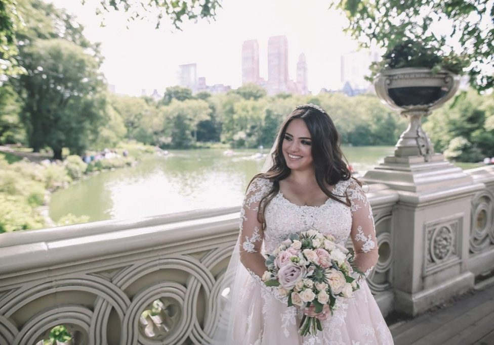 summer-wedding-central-park-on-bow-bridge-brazilian-bride-with-flowers-1