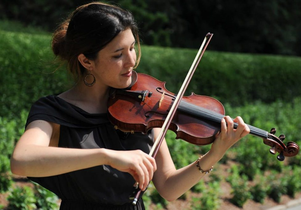 violin-player-in-central-park