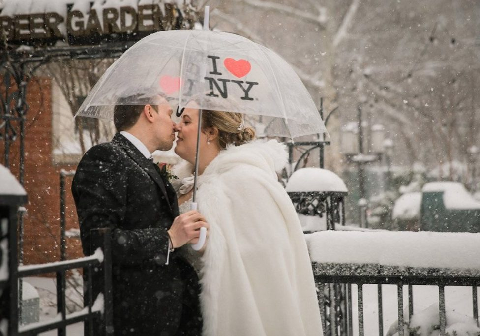 winter-wedding-central-park-couple-under-umbrella
